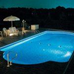 プールに設置するのにおすすめ!20万円以下で実現できるLED水中テープライト演出例をご紹介