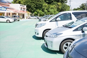 店舗や施設の 屋外駐車場を照らす