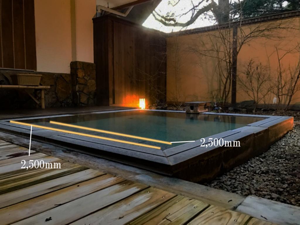 ホテルの温泉に水中テープライトを導入しました