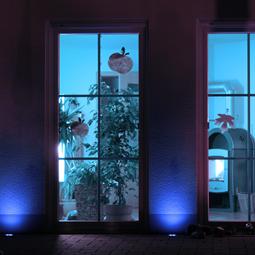 青色単色での演出が可能! LED地中埋込型照明器具のラインナップ