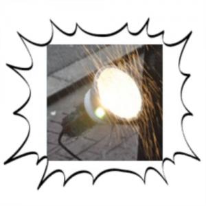 【注意】電球タイプの照明を屋外看板で使用する場合に絶対に注意して欲しいこと