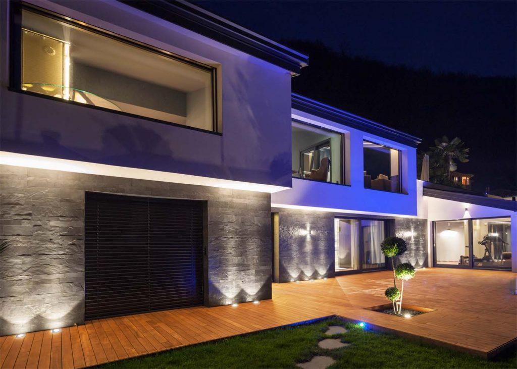家の壁面照らし_スクエアタイプ地中埋込型照明