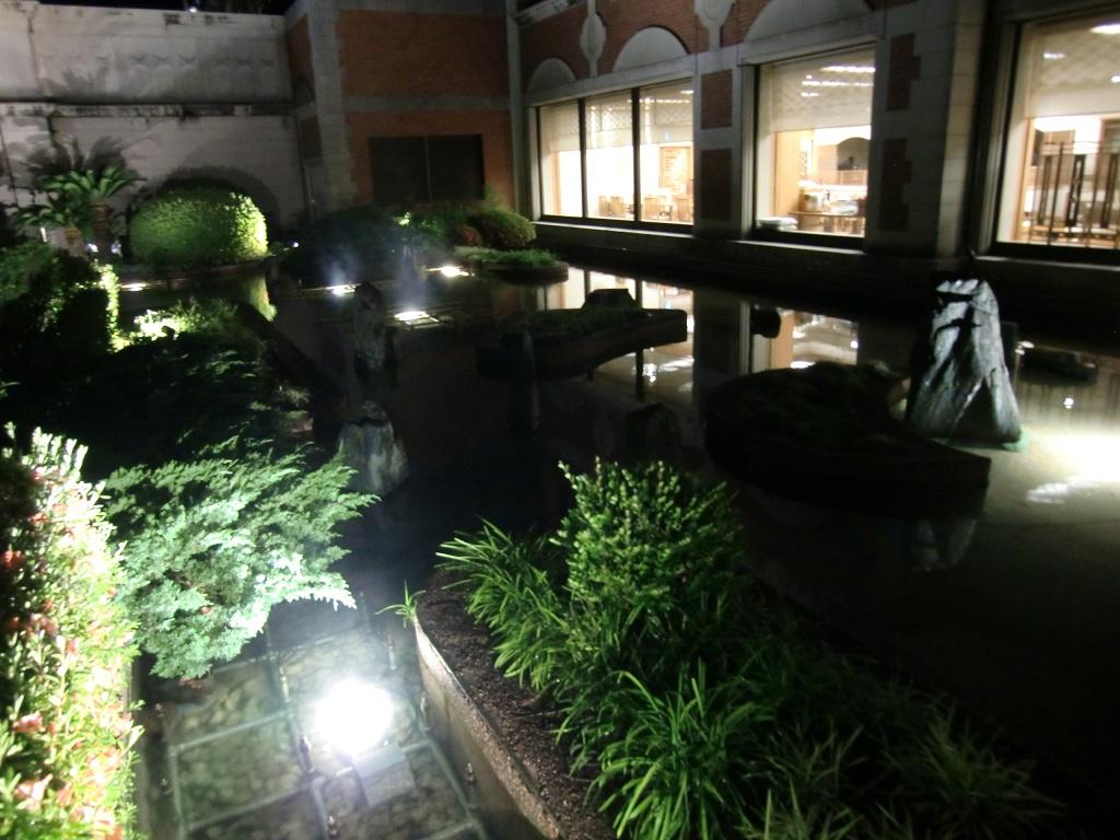 ホテル 庭 池 置き型 LED水中照明