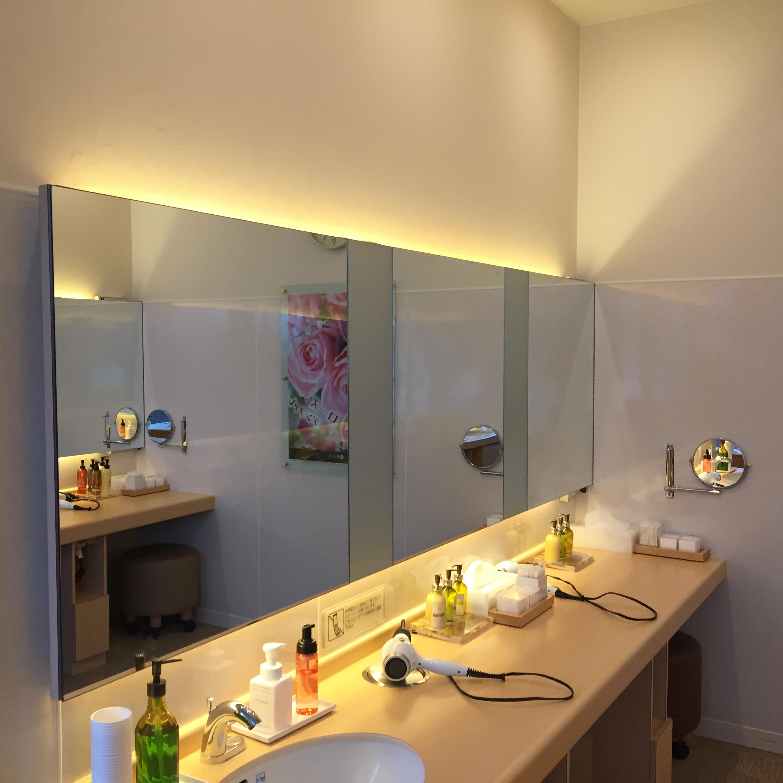 スパ化粧室に防水テープライトを使用