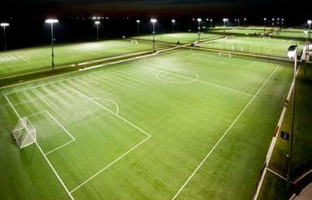 グラウンドやスポーツ施設に利用するのにおすすめのLED投光器ラインナップ