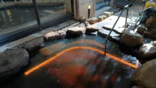 【水中テープライト】ホテル温泉露天風呂の導入事例