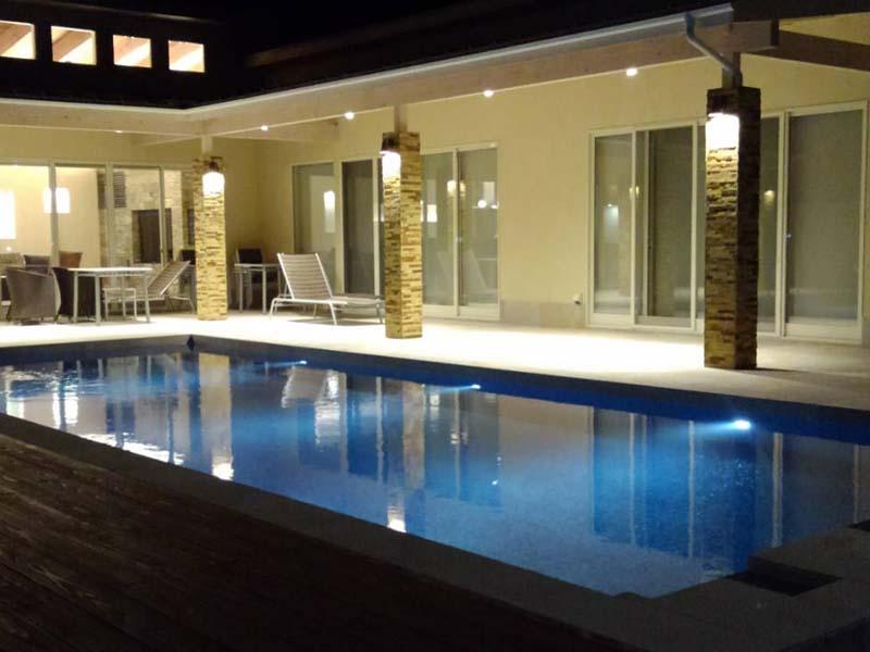 プール 水中照明 個人住宅
